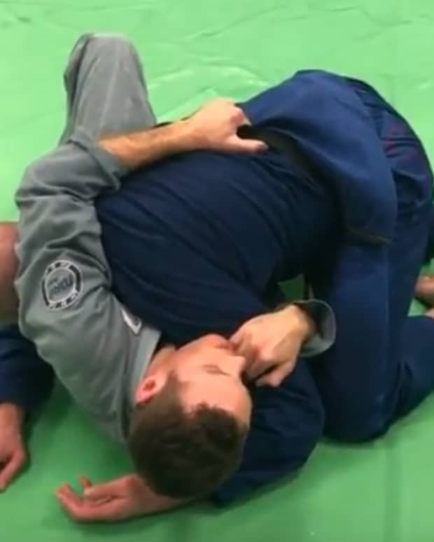 bridge-and-roll-escape-from-side-control