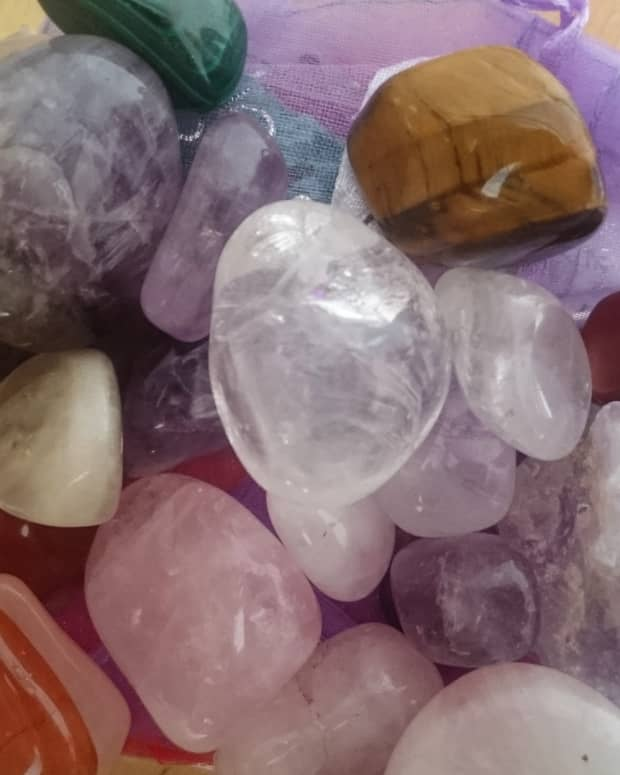 using-crystals-in-colour-therapy