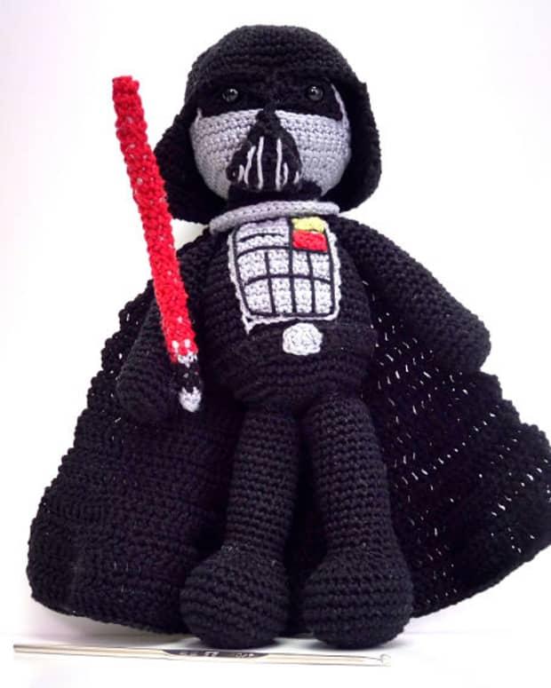 free-crochet-pattern-darth-vader-amigurumi-doll