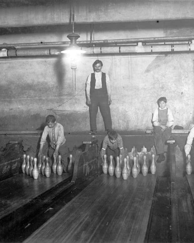 strike-a-lot-lanes-bowling-and-entertainment-center-in-poteau-oklahoma