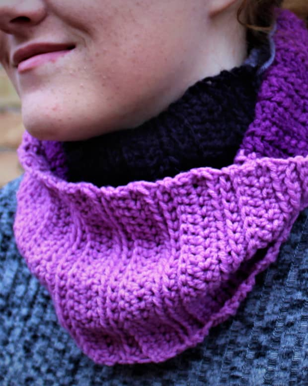 ribbed-infinity-scarf-crochet-pattern