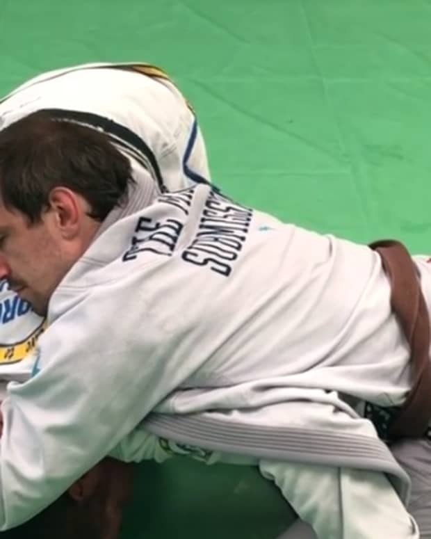 how-to-defend-a-brabo-choke-from-turtle-and-take-the-back