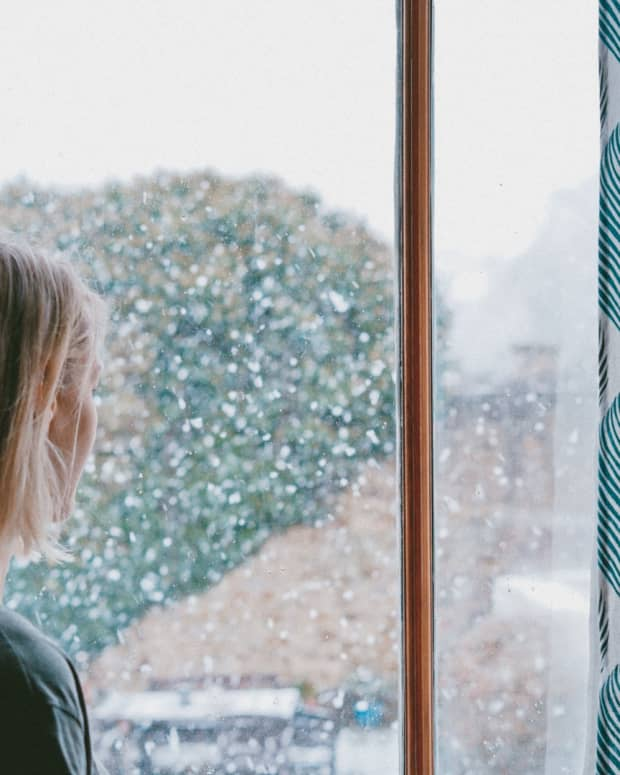 why-am-i-sad-in-the-winter-seasonal-affective-disorder-faqs