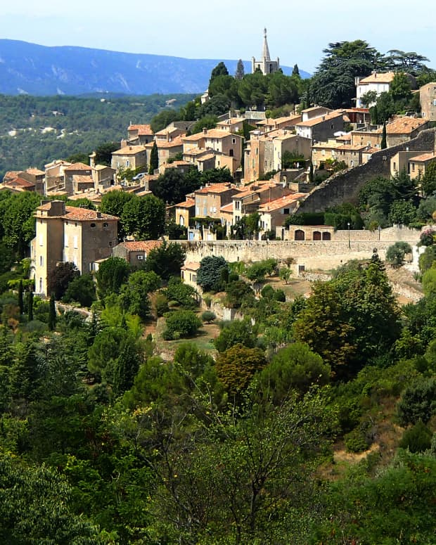 southern-france-7-amazing-perched-villages-in-provence-to-visit-this-summer