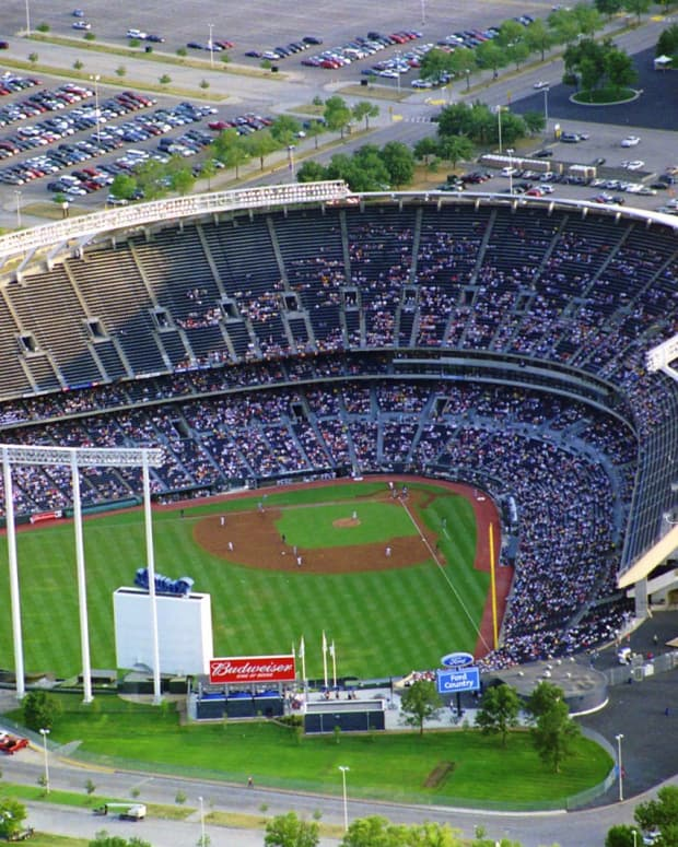 ten-ways-to-save-money-at-the-ballpark