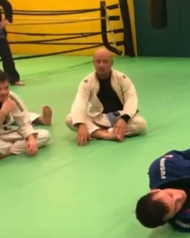 knee-cut-guard-pass-dealing-with-the-scissor-defense