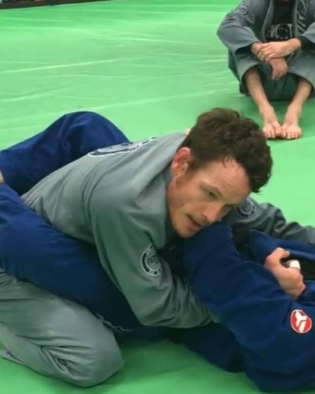 how-to-defend-and-escape-the-cross-choke-x-choke