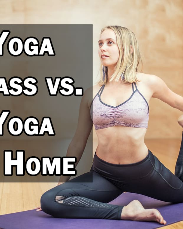 attending-yoga-class-vs-doing-yoga-at-home-which-is-right-for-you