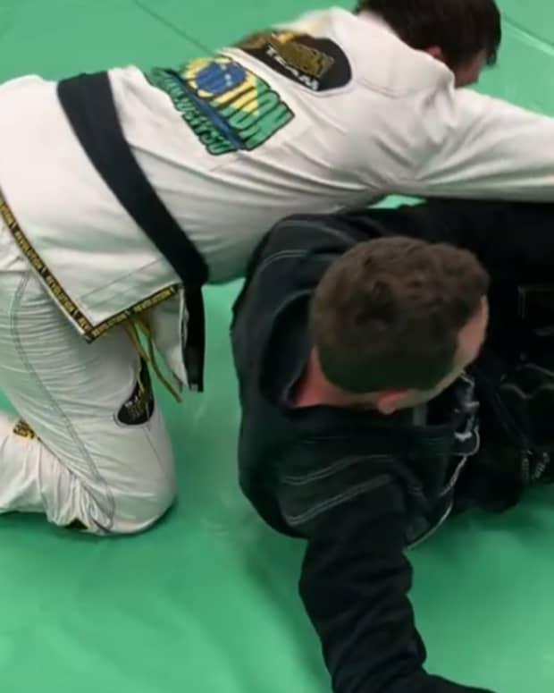 the-movable-frame-concept-in-bjj-a-guard-maintenance-deep-dive