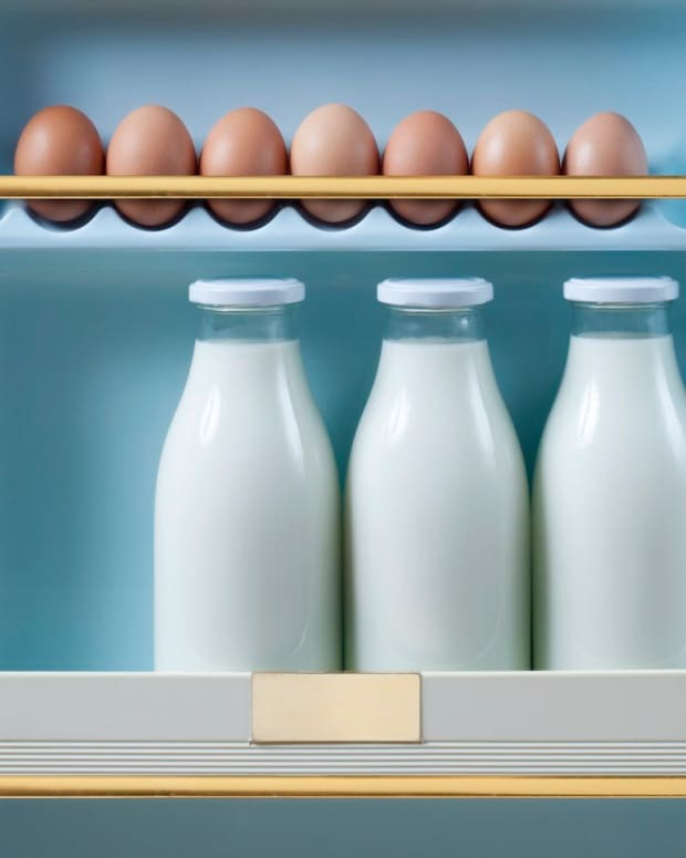 dont-store-your-eggs-on-the-refrigerator-door