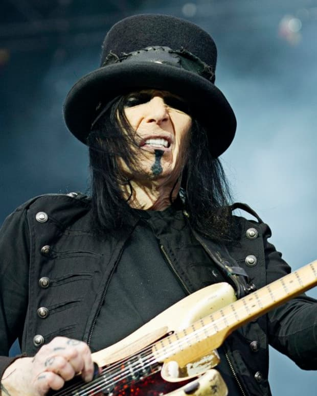 mick-mars-and-the-fender-stratocaster