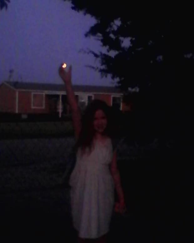 she-held-the-moon-in-her-hands