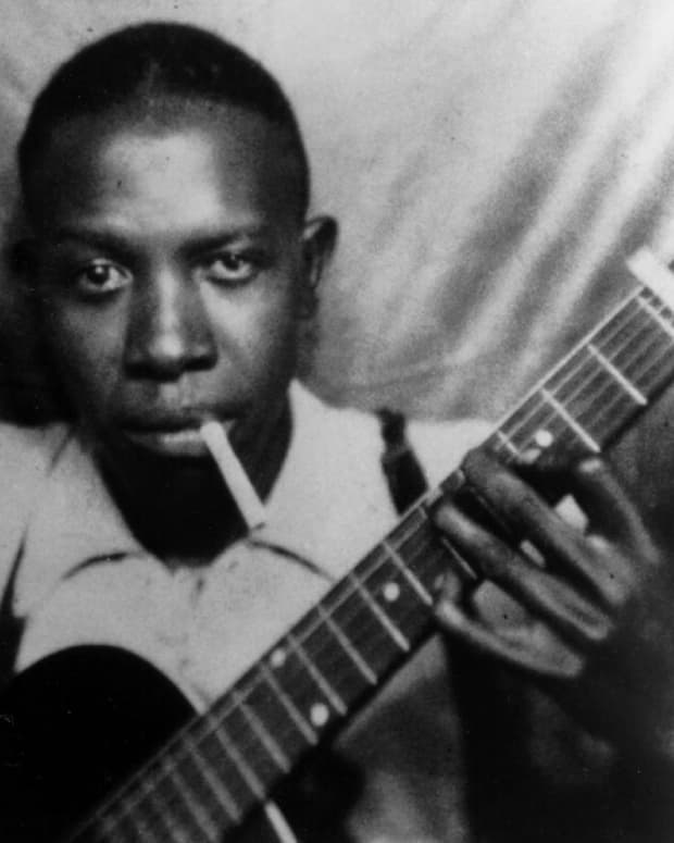 legendary-bluesman-robert-johnson-and-the-gibson-1928-l-1-robert-johnson-tribute-guitar