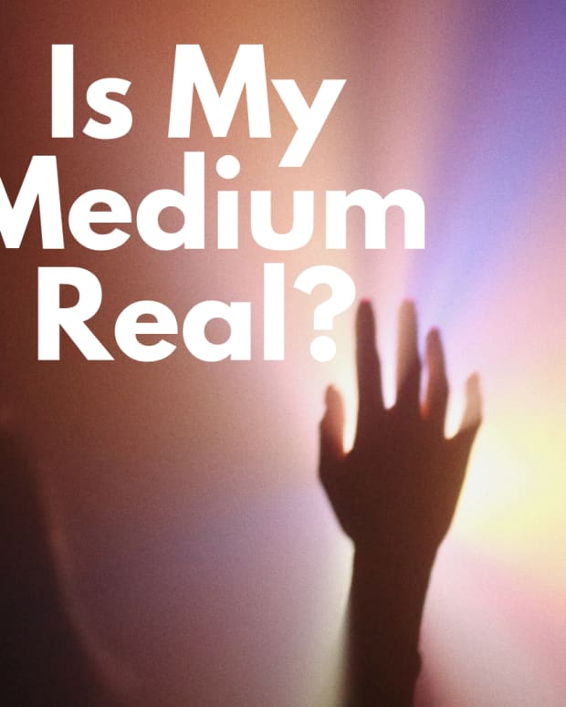 5-ways-to-tell-a-medium-doing-your-reading-is-a-fake