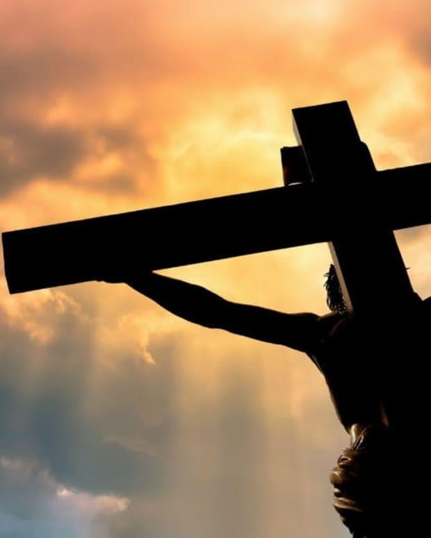 ordinary-people-surrounding-jesus-when-he-died