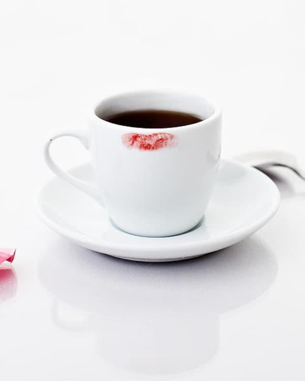 lipstick-stains-on-the-coffee-mug