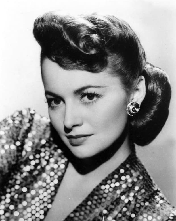 grace-and-serenity-olivia-de-havillands-battle-to-defy-hollywood-stereotype