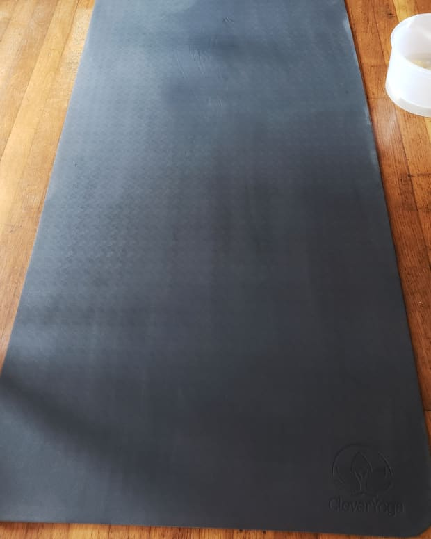 quick-and-simple-way-to-clean-your-yoga-mat