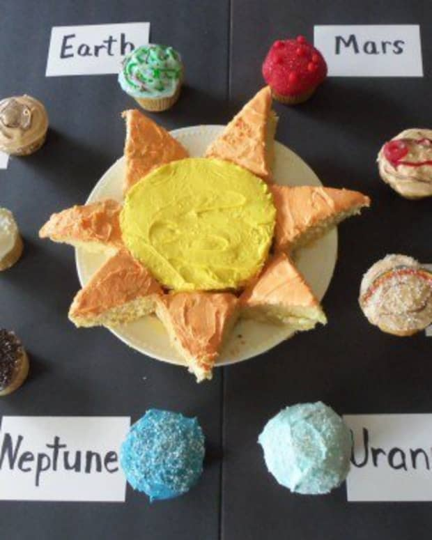 homeschool-learning-fun-with-solar-system-cupcakes