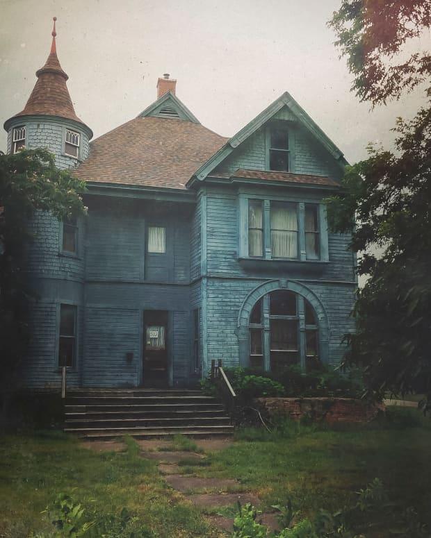 shadows-of-an-empty-house