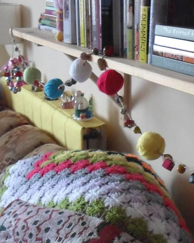 how-to-make-a-yarn-ball-garland