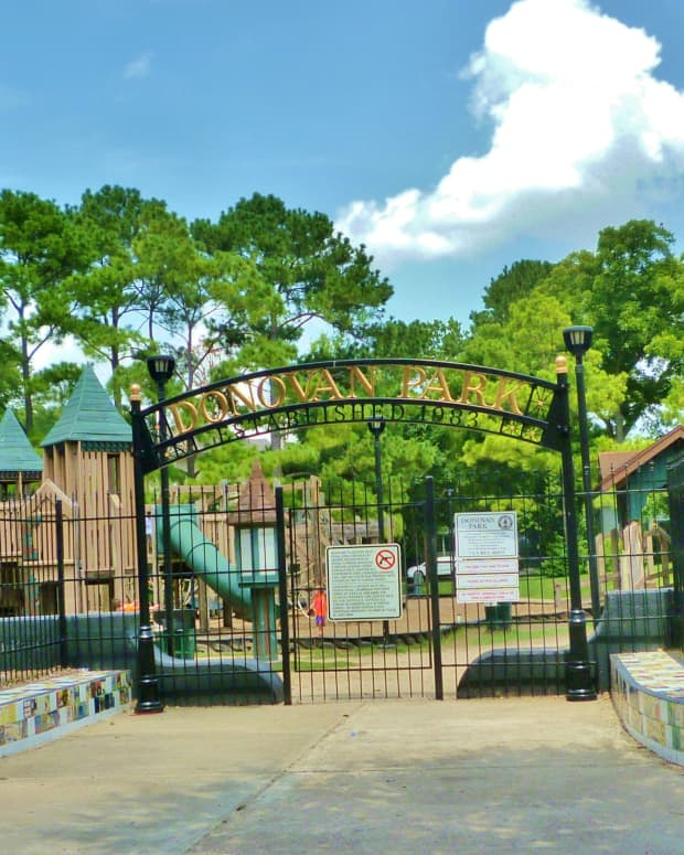 donovan-park-kids-fun-castle-playground-in-houston