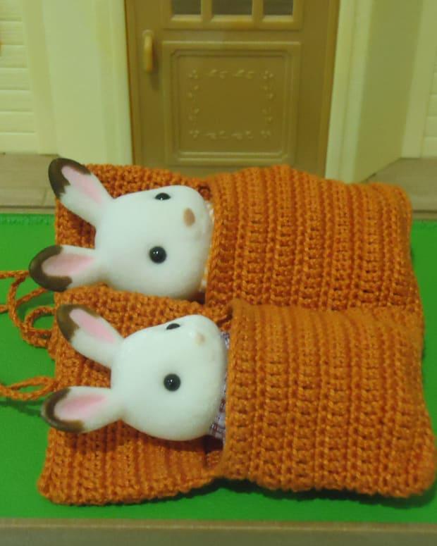 sylvannian-families-sleeping-bag-free-crochet-pattern