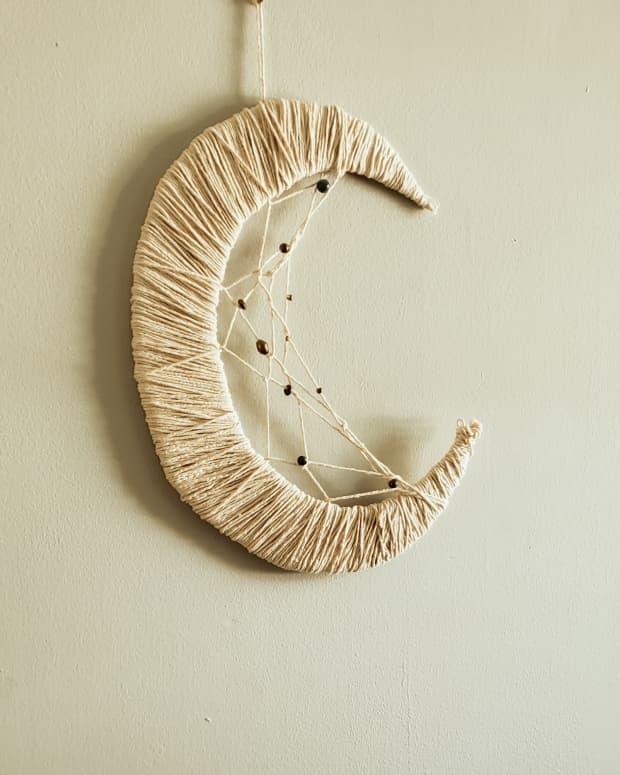 diy-crescent-moon-dreamcatcher
