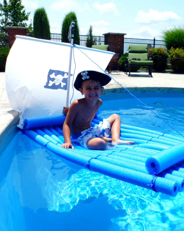 how-to-make-a-pirate-raft-using-pool-noodles
