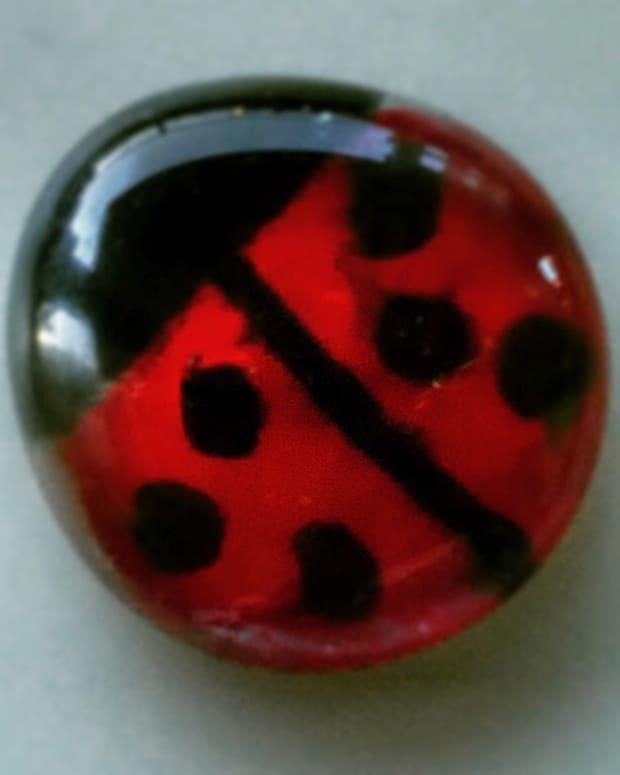 how-to-make-ladybug-fridge-magnets