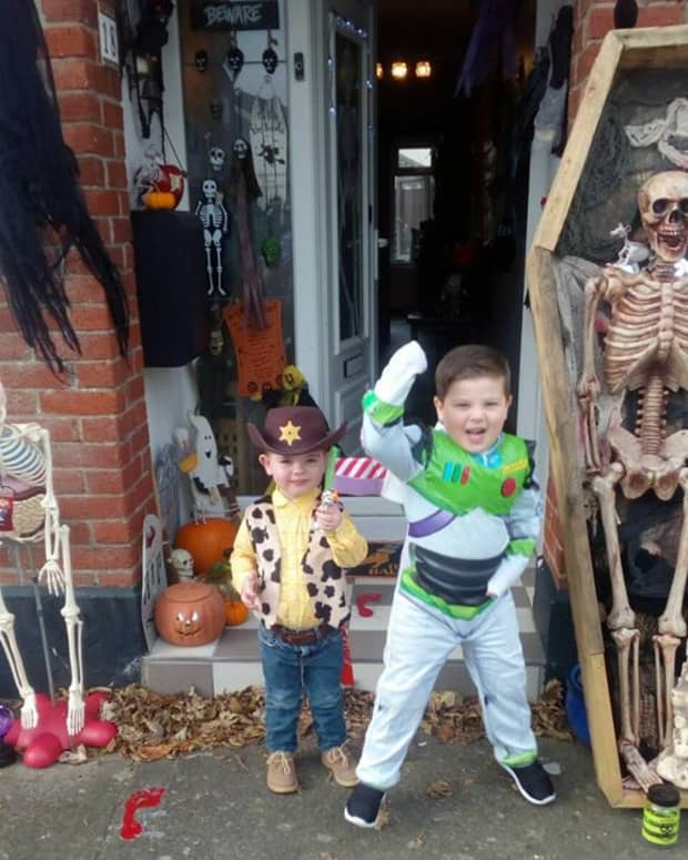 halloween-diy-ideas-how-to-make-halloween-costumes-for-the-kids-woody-toy-story-superman-for-trickor-treating-homemade