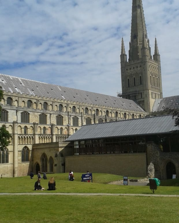 norwich-norfolk-england-cathedral-castle-other-site-link-with-dragons