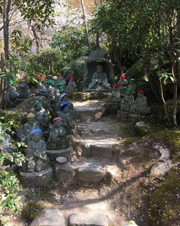 the-low-key-temple-in-miyajima-island