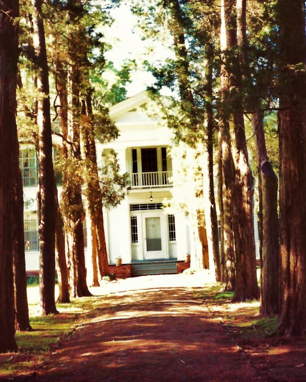 Rowan Oak (William Faulkner Home) in Oxford, Mississippi * Photo by Peggy W