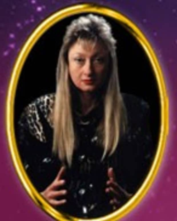 horoscope-review-psychic-sara-freder-is-an-e-mail-insect