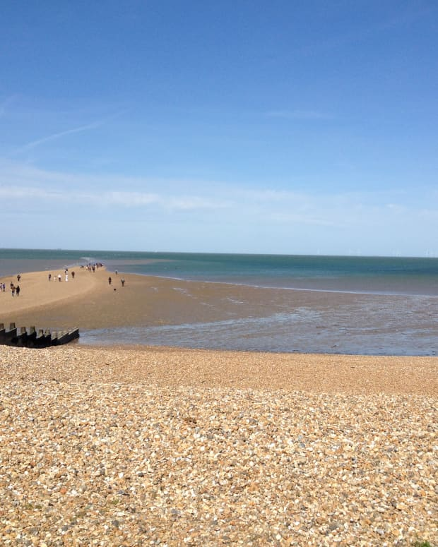 whitstable-in-kent-is-a-beach-town-with-a-quaint-old-fashioned-appeal