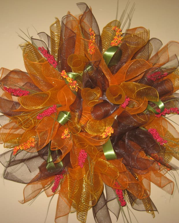 how-to-make-a-mesh-wreath-for-beginners
