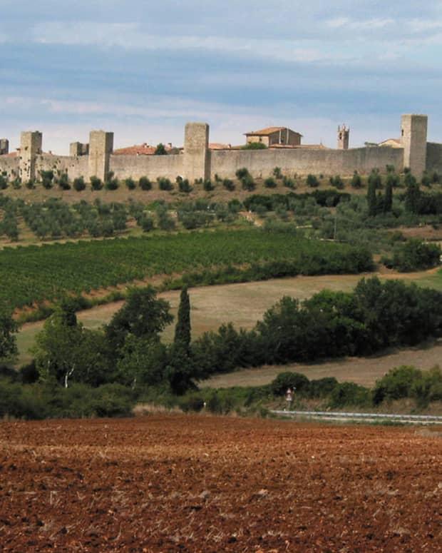 monteriggioni-tuscanys-fortress-in-the-sky