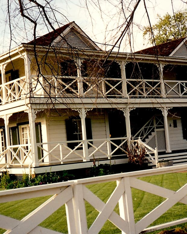 Wonderful wrap around porch and balcony on Lillie's house