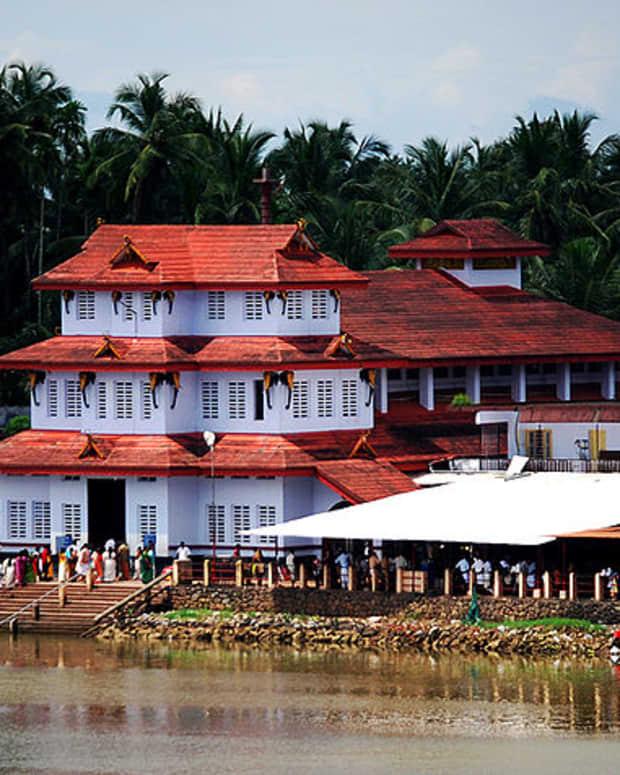 parassinikadavu-sri-muthappan-temple-a-unique-one-in-kerala-temples