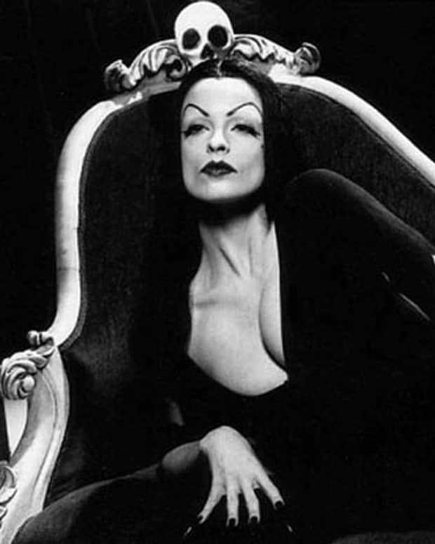beautiful-goth-and-vampire-women-from-tv-and-movies