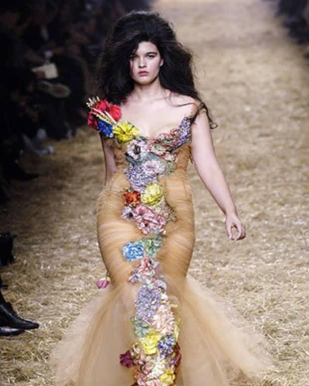 fat-female-models_career_plus-size-modelling_in-demand
