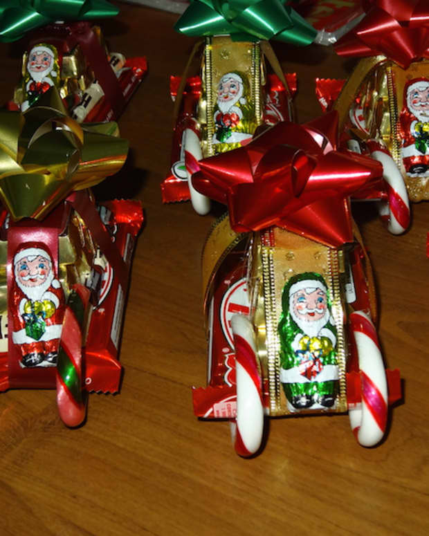 how-to-make-chocolate-candy-cane-sleighs