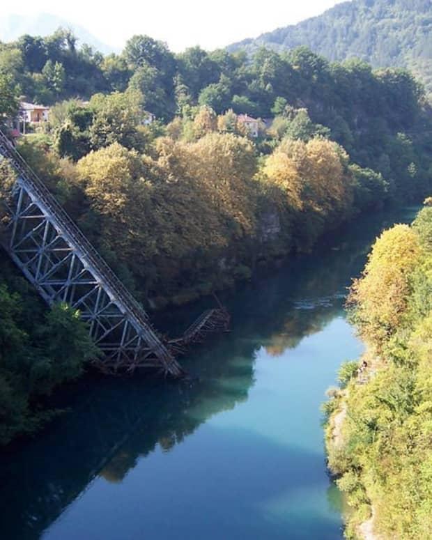destroying-the-bridges-1