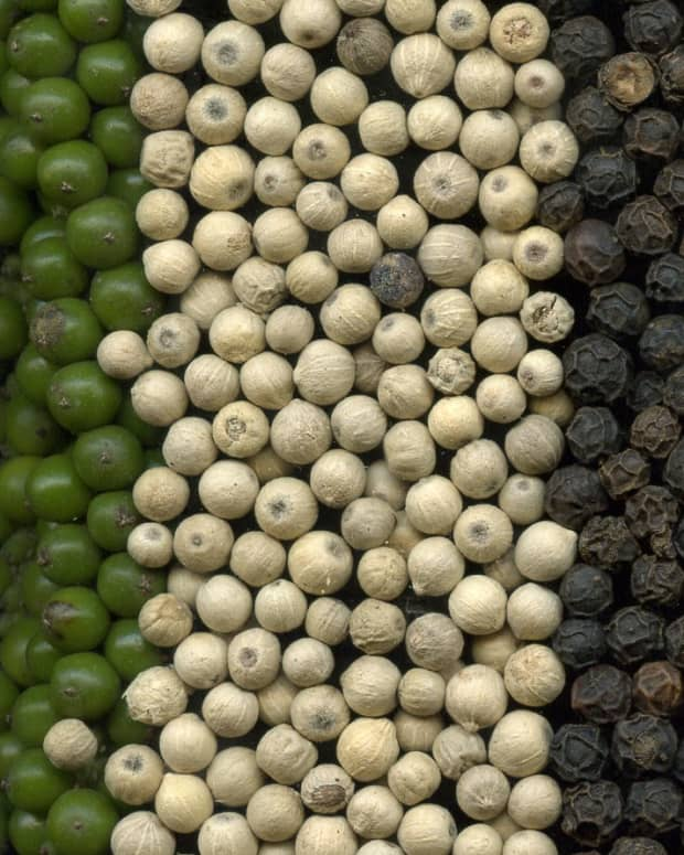 comparing-green-peppercorns-to-other-colors-and-a-flavorful-sauce-recipe