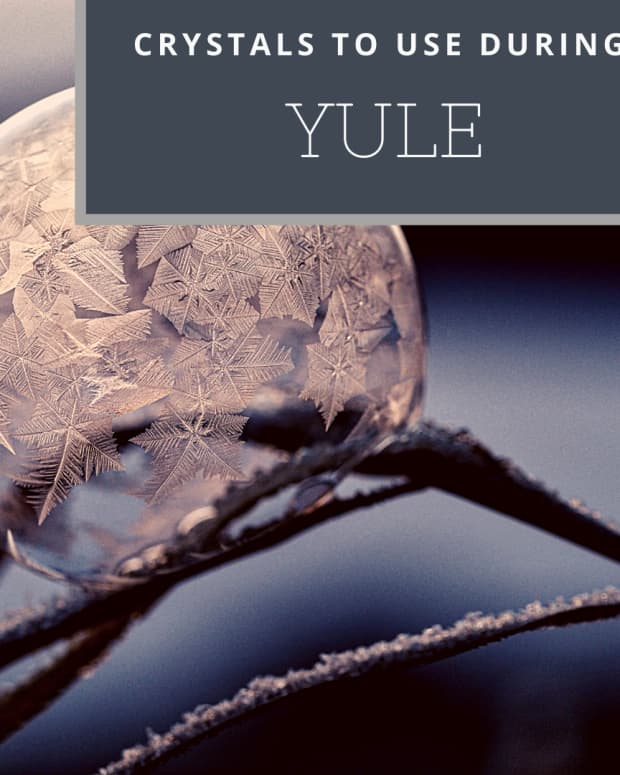 seven-crystals-for-yule