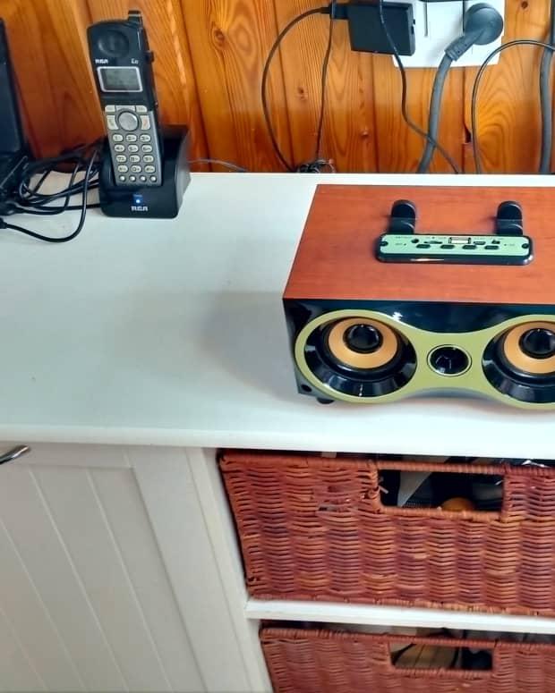 review-of-the-hawk-li-wooden-wireless-bluetooth-speaker