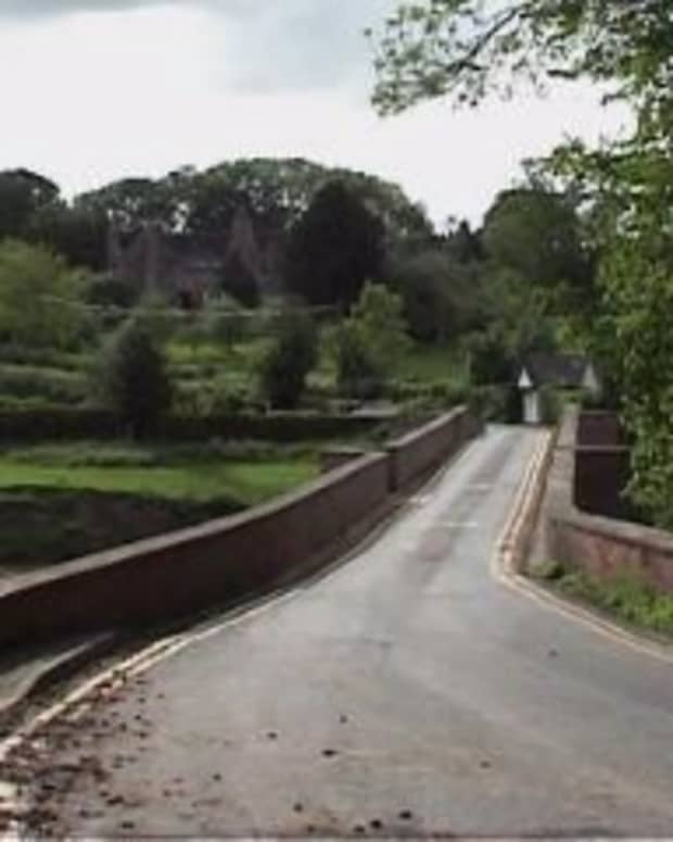 Bredwardine Bridge - leading to the Red Lion Hotel