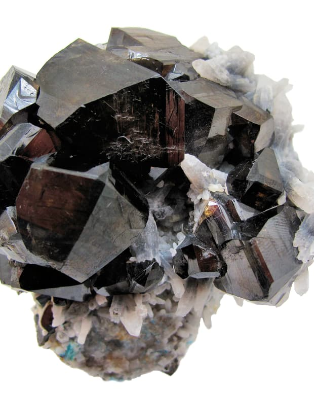 seven-crystals-for-healing-and-improving-love-and-relationships
