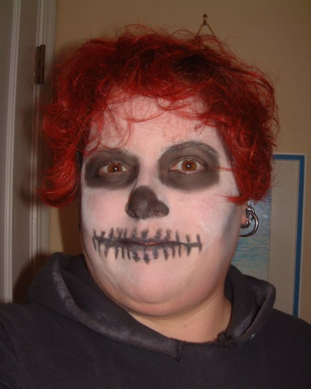 My 5-minute, Day of the Dead skull face makeup from 2009